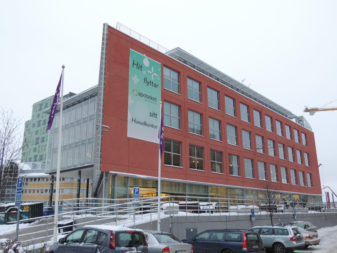 Exteriör av Apotekets huvudkontor med installationsgolv från Flexible Office